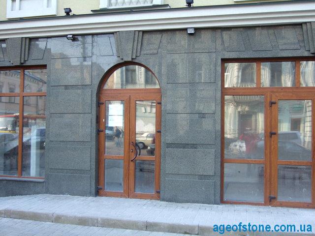 цоколь из гранита, фасад гранитный