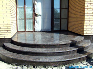 ploshadka-granitnaya-stupen-iz-granita
